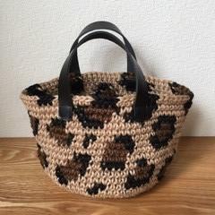 レオパード柄の編み込みのミニバッグ